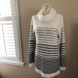 Old Navy Knit Long Sleeve Cowl Neck Sweater